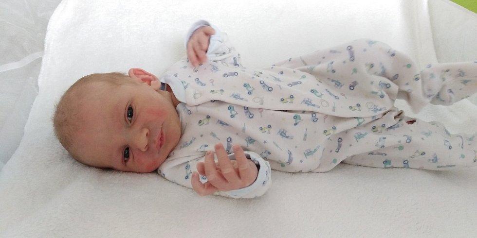 Mikuláš Váško přišel na svět 8. dubna 2021 v 0. 28 hodin v čáslavské porodnici. Vážil 3160 gramů a měřil 50 centimetrů. Doma v Bousově ho přivítali maminka Nikola a tatínek Ondřej.