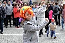 Masopustní maškarní průvod odstartoval v neděli 3. března od Kláštera v Sázavě, aby za zvuku živé muziky zakrátko dorazil na místní náměstí.