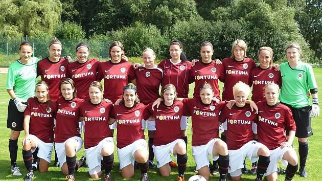 Mistr ženské fotbalové ligy AC Sparta Praha se představil v Sedlci–Prčici a porazil domácí dorostence.