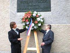 Sto let od úmrtí významného spisovatele 19. století Václava Vlčka si připomněli lidé ve Střechově nad Sázavou