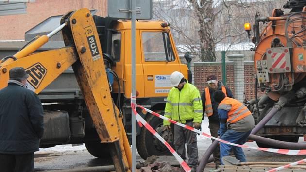 Havárie na vodovodu zrušila vyučování v ZŠ Jiráskova.