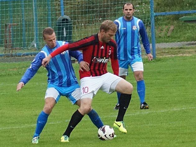 Votický Michal Budil je nalepený na bývalém ligovém fotbalistovi Janu Mikolandovi.