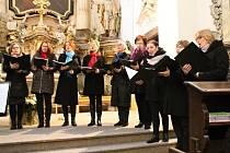 Z charitativního Tříkrálového koncertu Sukova komorního sboru v kostele sv. Anny v Benešově.