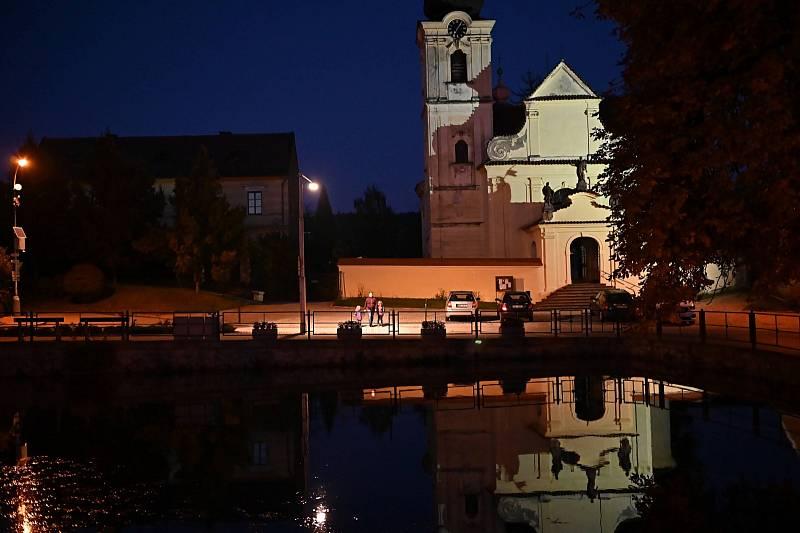 Noc sokolských světel v Choceradech.