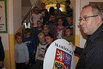 Maršovické děti slavnostně završily opravu školky.