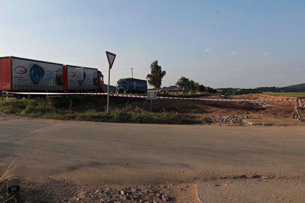 Z výstavby obchvatu Olbramovic, přeložky silnice I/3.