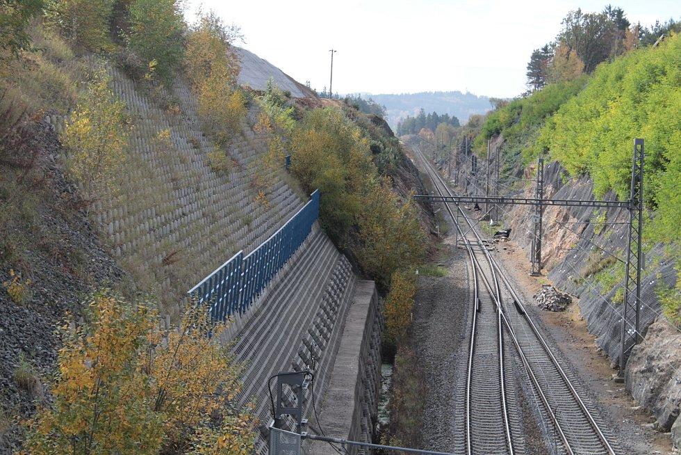 Výstavba železničního koridoru na Voticku hned tak neskončí.