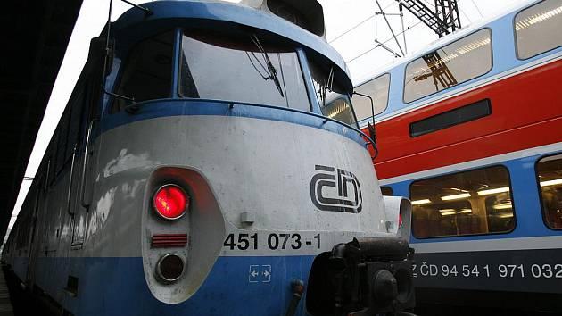 Vlaky na trase z Benešova do Prahy nabraly až osmdesátiminutová zpoždení.