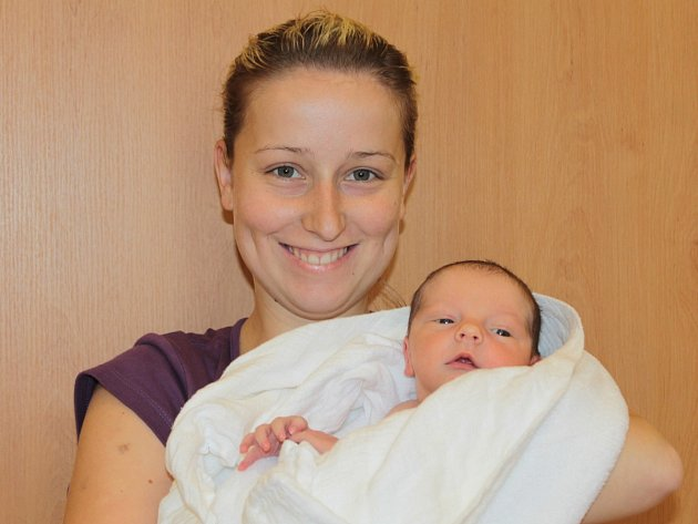 Slavnostním dnem pro Zuzanu Vosičkovou a Tomáše Starostu je 30. květen. Ve 13.31 se jim narodil prvorozený syn Tomáš. Při příchodu na tento svět vážil 3,35 kg a měřil 50 cm.  Doma bude v Teplýšovicích.