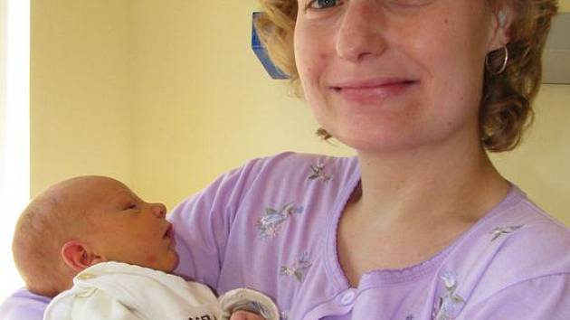 Prvorozeným synem manželů Zuzany a Zdeňka Burgerových se 9. dubna v 19 hodin 40 minut stal malý Adam. Měřil 50 cm a vážil 3,15 kg. Všichni spolu odjeli domů do Sázavy