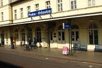 Rozsáhlá porucha trakčního vedení na odstavném nádraží a ve Vršovicích zpozdí vlaky v celém pražském železničním uzlu.