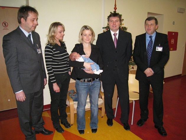 Roman Mrva (vpravo) při příležitosti narození tisícího miminka v roce 2007.