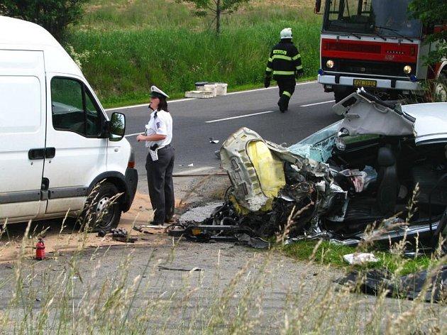 Mezi Vrchotovými Janovicemi a Kosovou Horou se střetl nákladní automobil s osobním autem