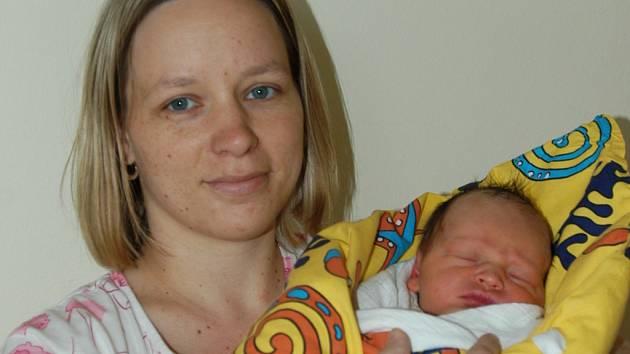 Manželé Irena a Vladimír Tichotovi se 3. dubna v 17.29  stali rodiči prvorozeného syna Ondřeje. Jeho váha na porodním sále byla 3,52 kilogramu a míra 50  centimetrů. Doma bude ve Zruči nad Sázavou.