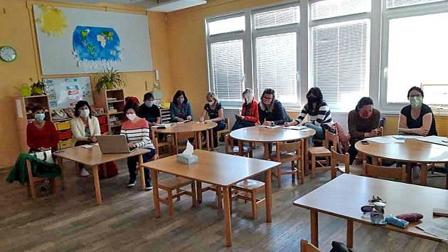 První pracovní den v Mateřské škole v Týnci nad Sázavou po karanténě způsobené pandemií čínského koronaviru.