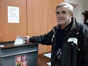 Volební okrsek číslo 9 v Týnci nad Sázavou je umístěn v hasičské zbrojnici.