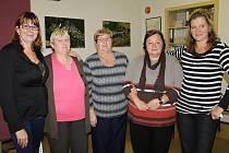Volební komise v Chlístově, to je čistě ženská záležitost.