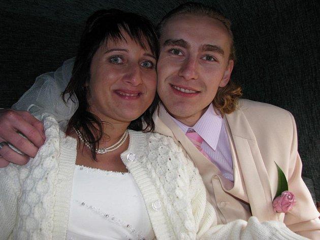 Lenka a Jaroslav Marešovi odjeli do Struhařova z Jemniště kočárem.