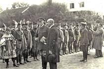 Tomáš Garrigue Masaryk na návštěvě v Benešově v roce 1921 při setkání s bratry sokoly.