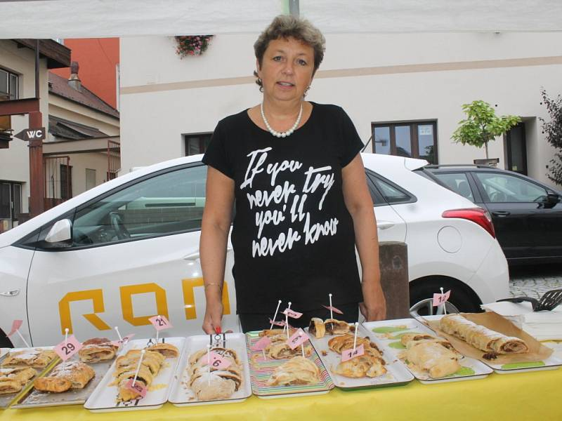 Na prvním ročníku Štrúdl festíku se sešlo 28 soutěžících. Jejich cukrářské umění ohodnotila nejprve odborná porota a poté i veřejnost.