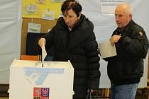 Druhé kolo doplňovacích voleb do senátu na Voticku a Vlašimsku je v pátek 14. října od 14 do 22 hodin a v sobotu 15. října od 8 do 14 hodin.