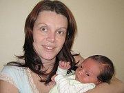 Kateřina Peterová se od pondělí 14. prosince raduje z malého synka Honzíka. Jan se narodil ve čtvrt na šest ráno. Vážil 4,3 kg a měřil 53 cm. Tatínek Jaromír a dcera Anna už mu v Benešově chystají pokojíček.