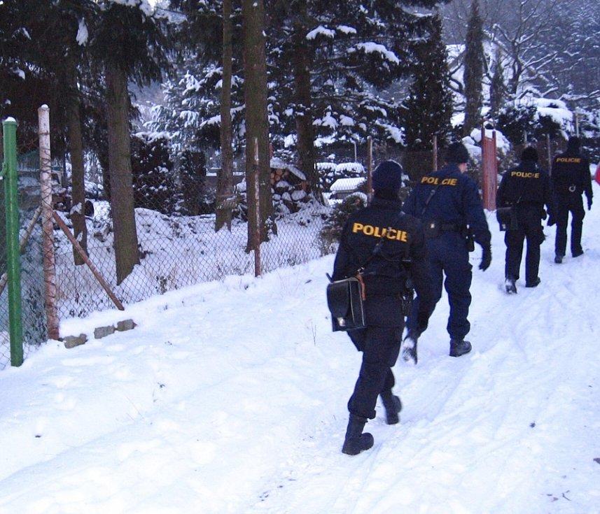 Zlenice. Policisté končí kontrolu chatové osady