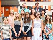 Jedničkáři z vlašimských základních škol dostali letos poprvé pochvalu i od města.