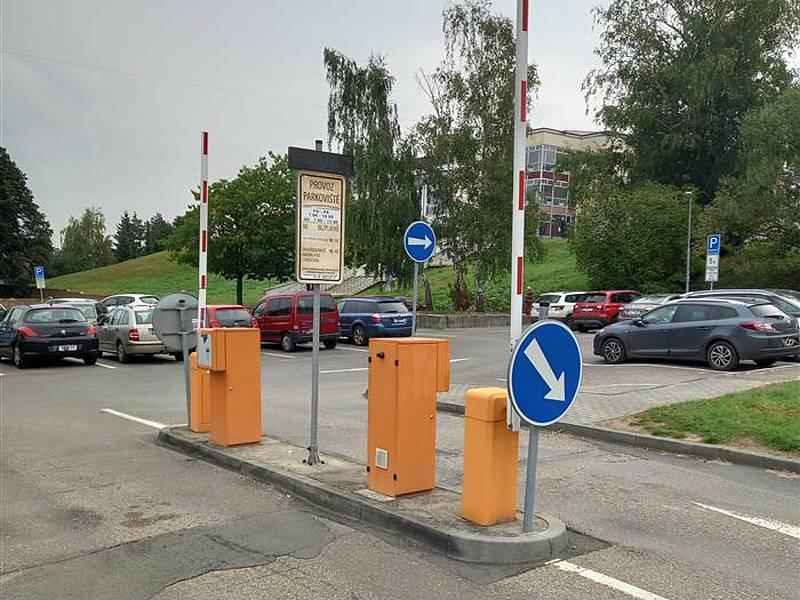 Parkoviště Pod Brankou (na snímku) v Benešově bude bez aut od 1. do 21. října 2021.