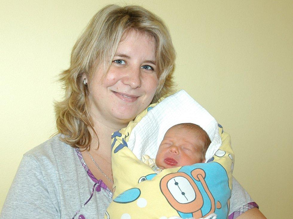 Slavnostním dnem pro Gabrielu Otradovcovou a Michala Uhlíře je  20. listopad, kdy se stali rodiči chlapečka Michala, který se narodil v 9.02. Vážil 2,90 kg a měřil 47 cm. Doma ve Voticích má brášku Ríšu (6).