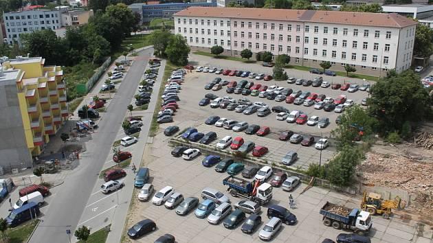 Objekt v Pražských kasárnách v držení Ministerstva obrany má převzít Ministerstvo vnitra. Co s ním udělá?