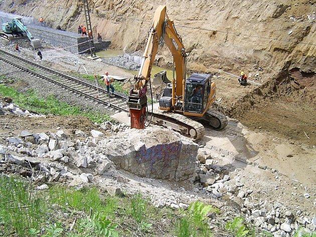 Stavba železničního koridoru u Benešova.