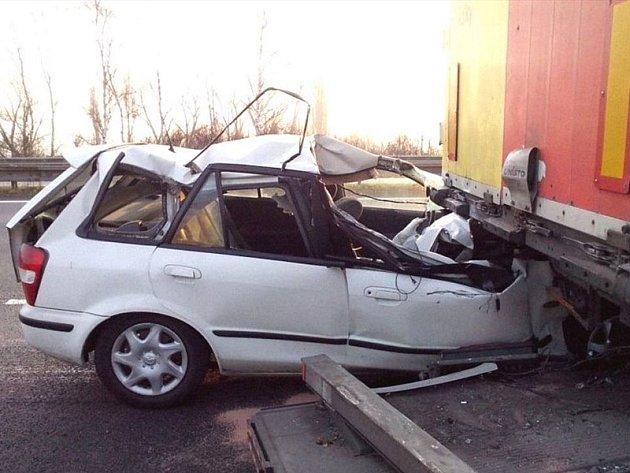 Záběry nehody od náhodných svědků a z dálničních kamer.