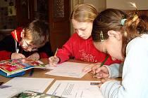 Žáci prvního stupně ZŠ Senohraby spolupracují na vytváření projektu modernizace školní výuky
