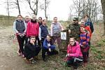 S úklidem černé skládky v Benešově pomáhali především studenti benešovské SOŠ a SZŠ.