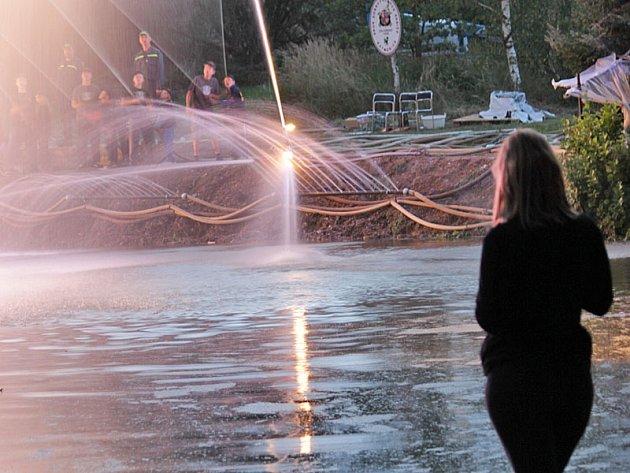 Hasičká fontána v Ratměřicích se odehraje v sobotu 22. srpna večer.
