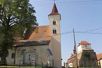 Kostel svatého Petra a Pavla v Načeradci je dozajista dominantou městyse.