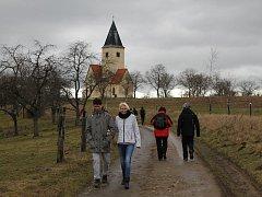 Benešovští turisté i příznivci procházek oslavili Nový rok na Chvojně.