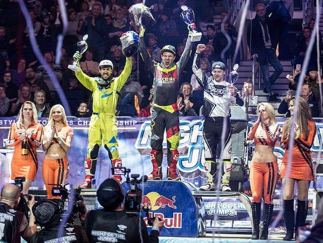 Libor Podmol na nejvyšším stupínku po závodě MS ve freestyle motokrosu.