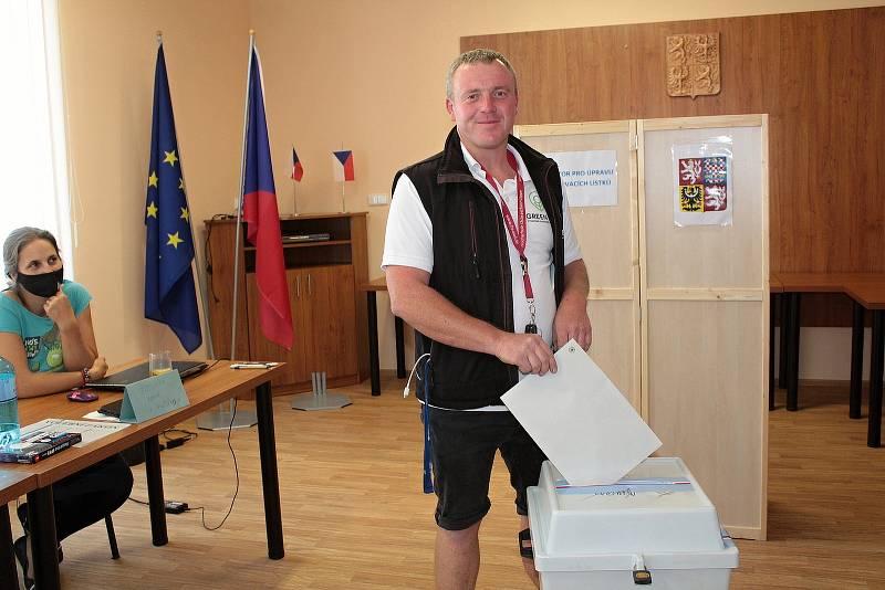 Volby v Mezně.