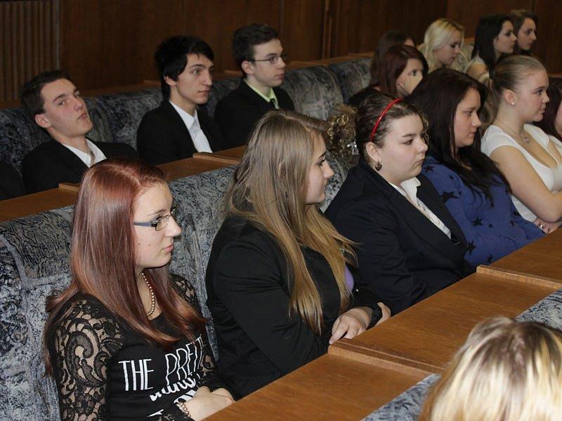 Středočeští studenti prezentovali možné úspory energií a využití obnovitelných zdrojů na konferenci Enersol.