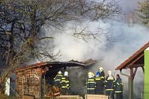 Pondělní požár kůlny v Dalovech.
