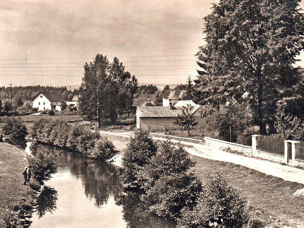 Dominantou městečka Kamberku je vlašimská Blanice.