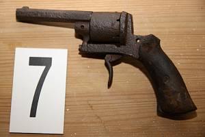 Odcizená pistole, jejíž majitele hledají policisté.