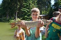 Dětských rybářských závodu na nádrži Záhorská se zúčastnilo přes třicet malých nadšenců do rybolovu.