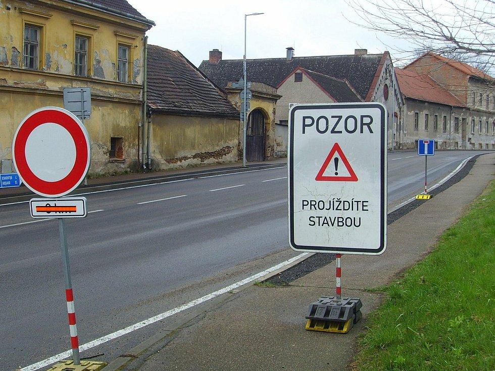 Oprava úseku silnice II/112 ve Vlašimi.