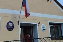 Největší nápor zaznamenaly volební komise v Křečovicích a Nahorubech v pátek navečer. V sobotu kolem 10. hodiny byl zájem menší.