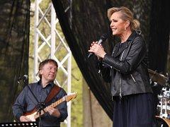 Májové slavnosti ve Vlašimi navštívila se svým vystoupením i zpěvačka Helena Vondráčková či zpěvák Janek Ledecký. Město Vlašim nabídlo na prvního máje příchozím doopravdy různorodý a bohatý program.