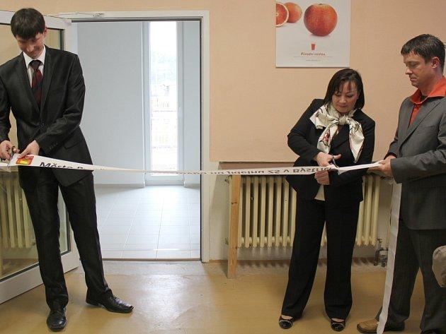 Při slavnostním zahájení, kterého se zúčastnila i manželka prezidenta republiky Ivana Zemanová, popřál nové nástavbě starosta Bystřice Daniel Štěpánek, aby co nejdéle sloužila svému účelu, aby si získala co nejvíce svých přívrženců a aby se v pohledu obyv
