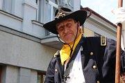Herec Václav Vydra se v Benešově předvedl jako generál Custer.
